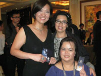 PD Siu Ling, Wai Teng and Theingi holding happily onto their Celergen Serum Royale